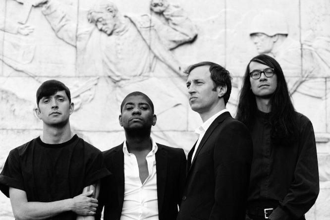 Ryan Mahan (Bass), Franklin Fisher (Gesang), Lee Tesche (Gitarre) und Matt Tong (Schlagzeug) von Algiers.
