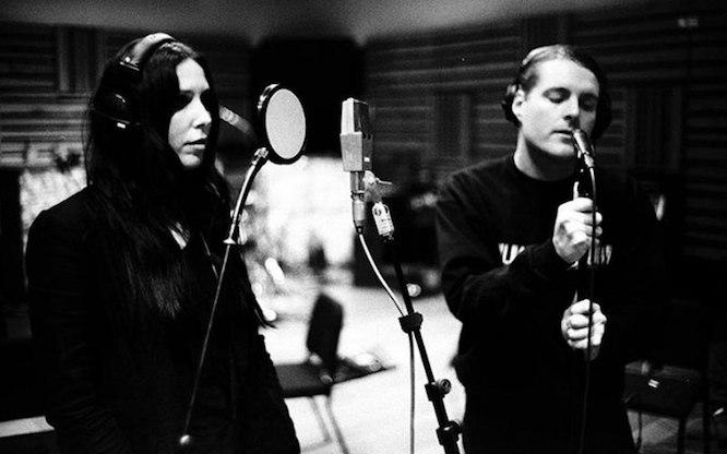 Chelsea Wolfe und George Clarke im Studio.