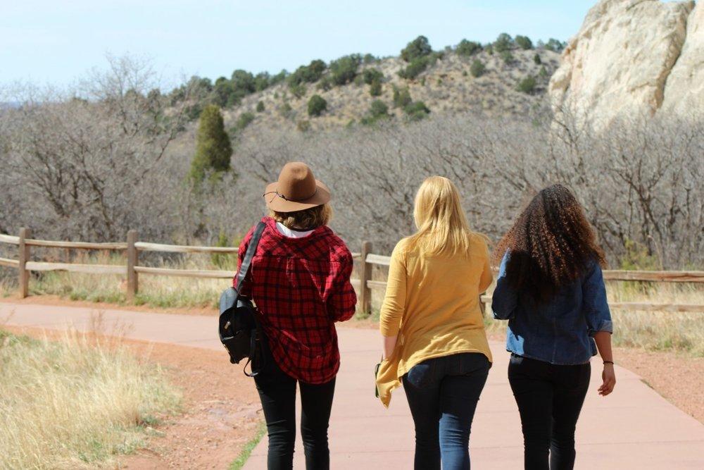 friends_girls_best_friends_women_ladies_teen_adventure_outside-1071268.jpg!d.jpeg