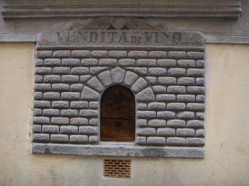 Via_del_giglio_buchetta_del_vino.jpg