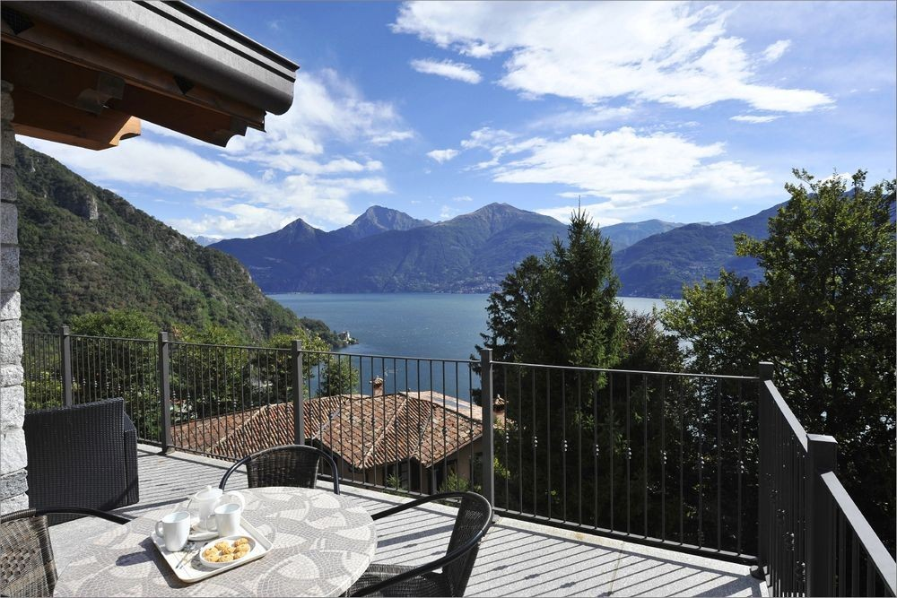 Lake-Como-Cycling-Experience-villa-view.jpg