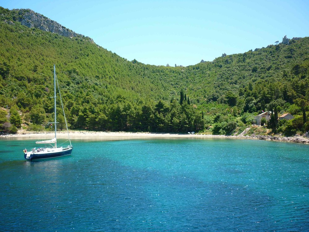Croatian Islands Flotilla - Sail beautiful islands, swim in beautiful bays, drink local wine & taste traditional food while sailing across the Adriatic.