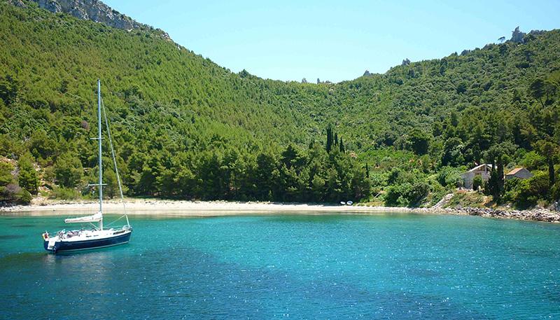 Croatian Islands Flotilla - Sail beautiful islands, swim in beautiful bays, drink local wine & taste traditional food while sailing across the Adriatic.
