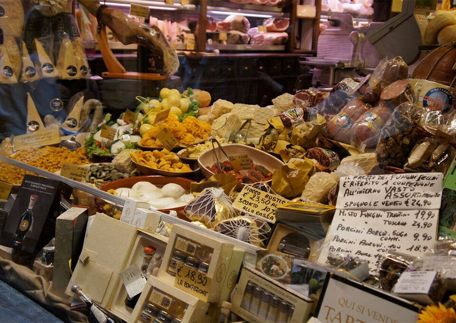 TIK_Italy_Amalfi_Coast_market-stall.jpg
