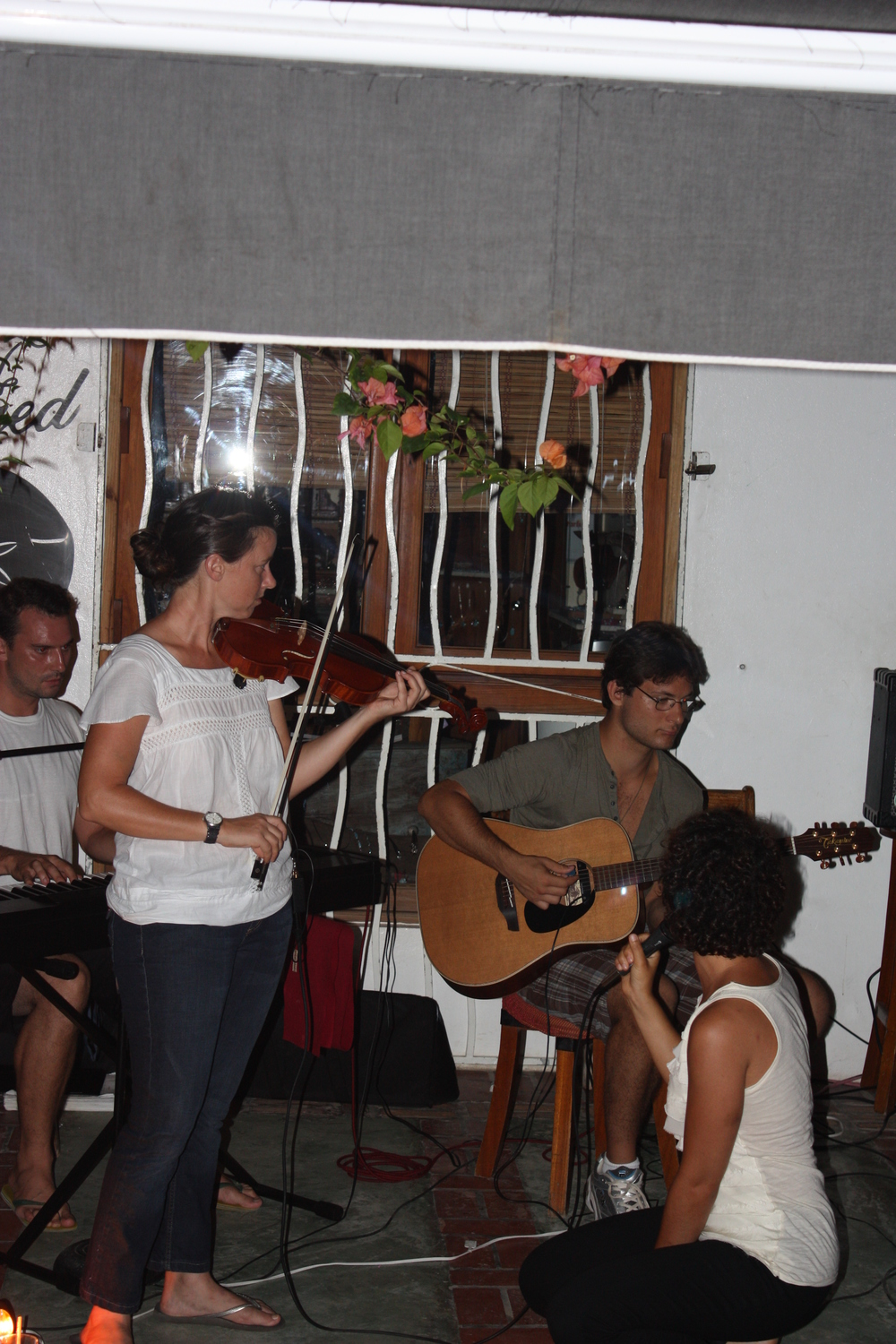 Live music at Cabaha Bar