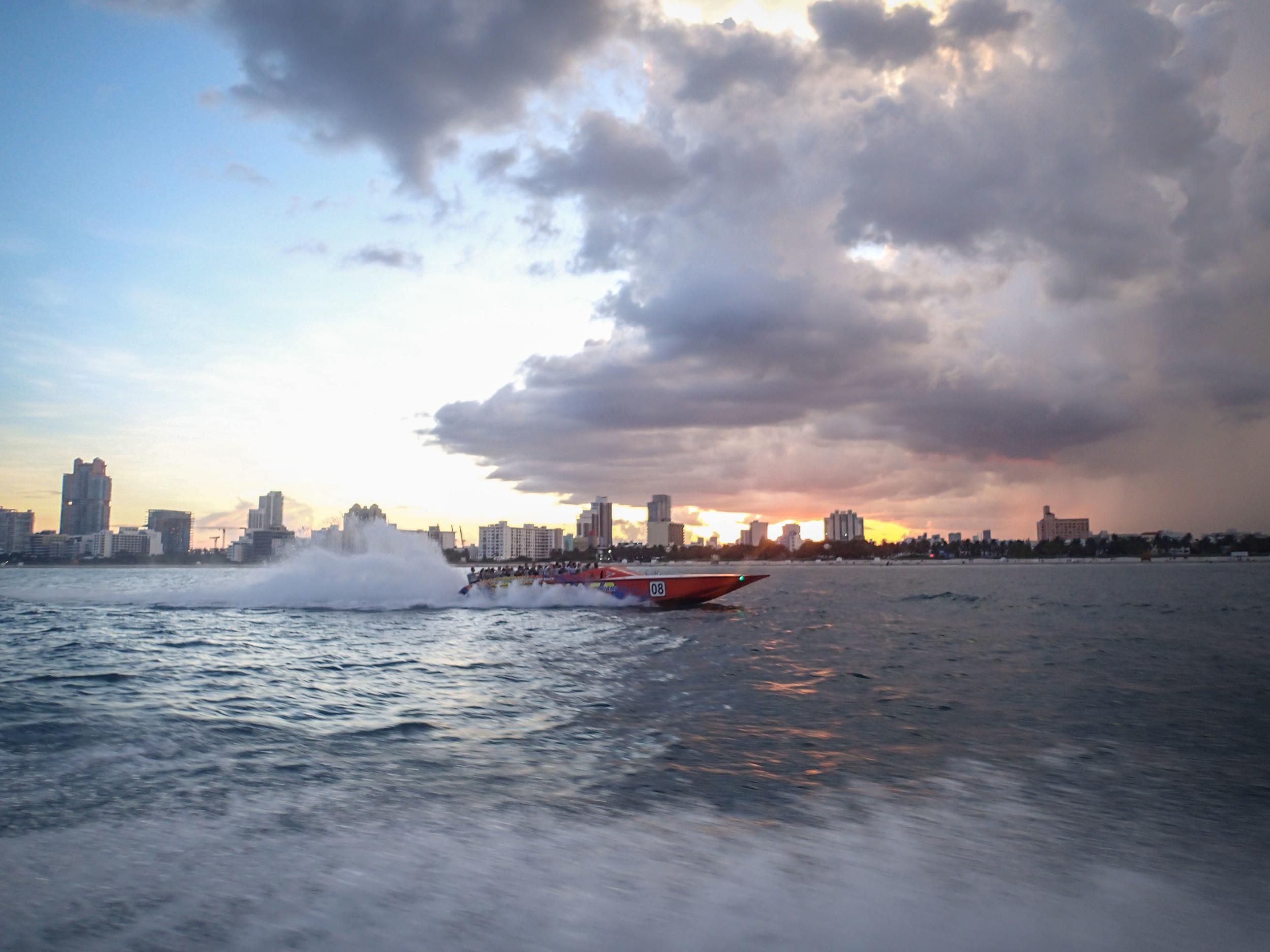 Thriller boat ride
