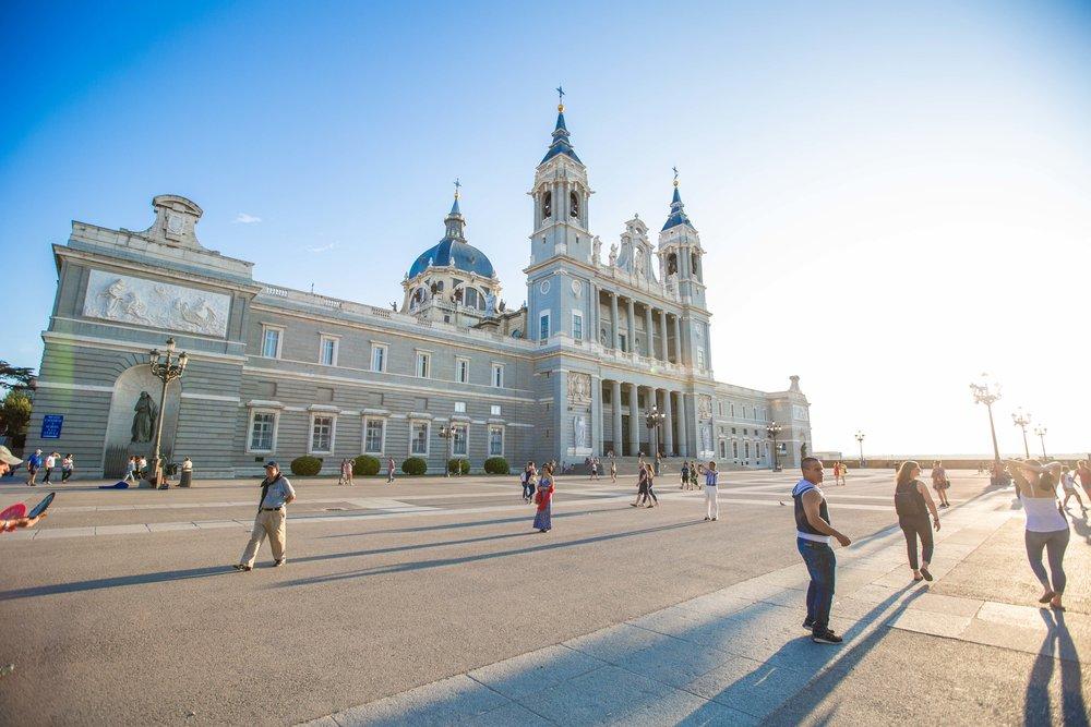 Palacio-Real-Madrid_www.caribbeansnowflake.com
