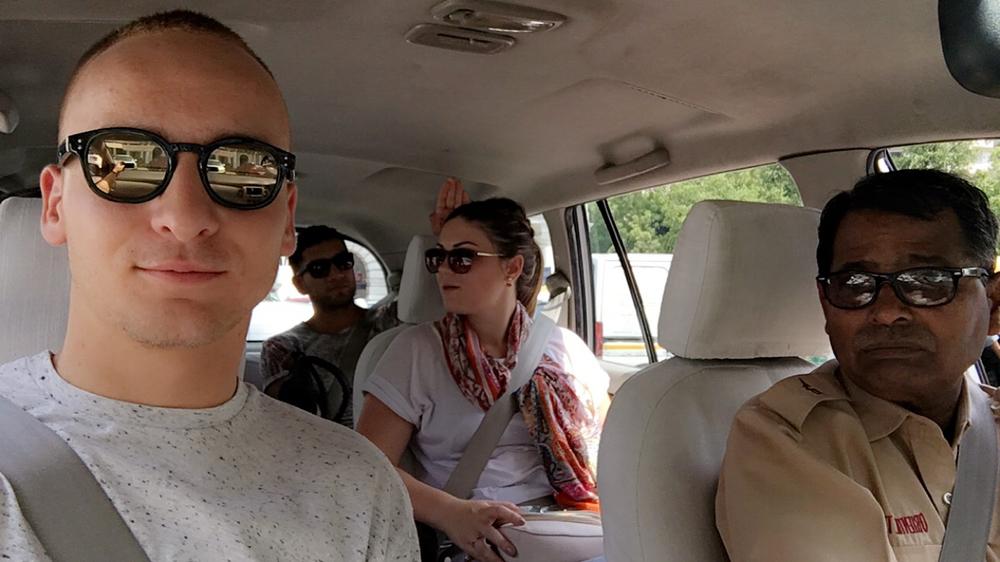 Tohle je Nihal Sineh. Nejlepší řidič v Indii. This is Nihal Sineh. The best driver in India.