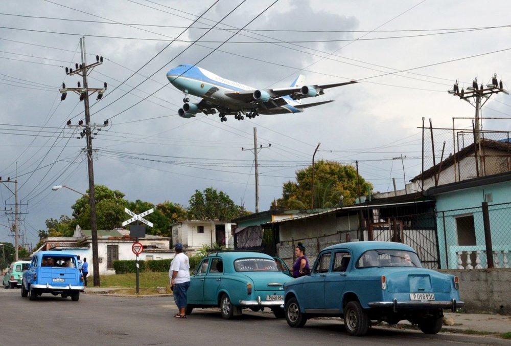 Obama lands Cuba