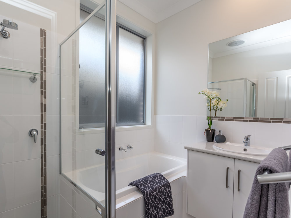 Versatile second bathroom