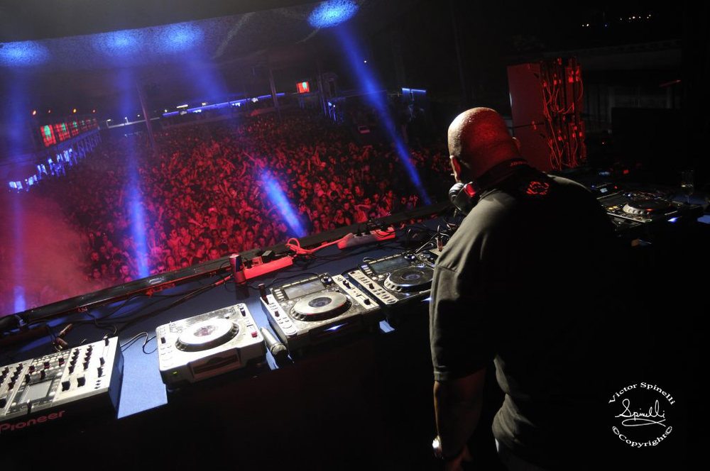 Lonely Planet-Carl Cox-Space Ibiza-Victor Spinelli.png