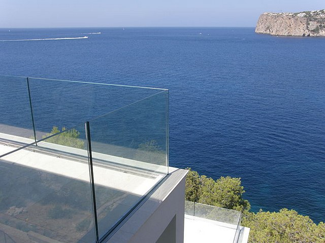 cayman-glass-railings-artistic-glass-interiors-large-7.jpg