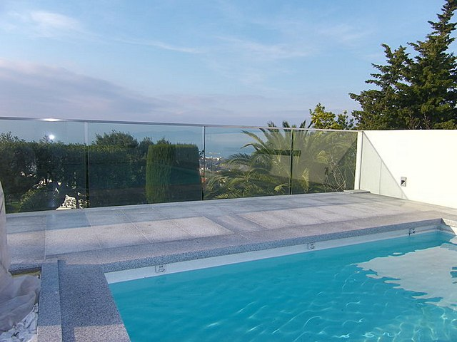 cayman-glass-railings-artistic-glass-interiors-large-8.jpg