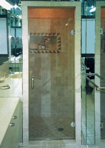 cayman-showers-artistic-glass-interiors-large-6.jpg
