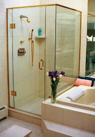 cayman-showers-artistic-glass-interiors-right-angle-large-13.jpg