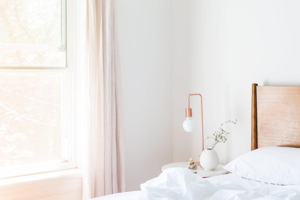 apartment-bed-bedroom-545034.jpg