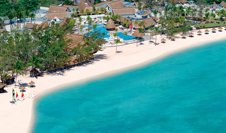 """AMBRE RESORT & SPA, PALMAR Hôtel """"tout-compris"""" pour adultes   Situé à Palmar, à quelques kilomètres de la célèbre Ile aux Cerfs, cet hôtel en formule « tout-compris », réservé aux plus de 16 ans, est bordée de 700 mètres de plage de sable blanc."""