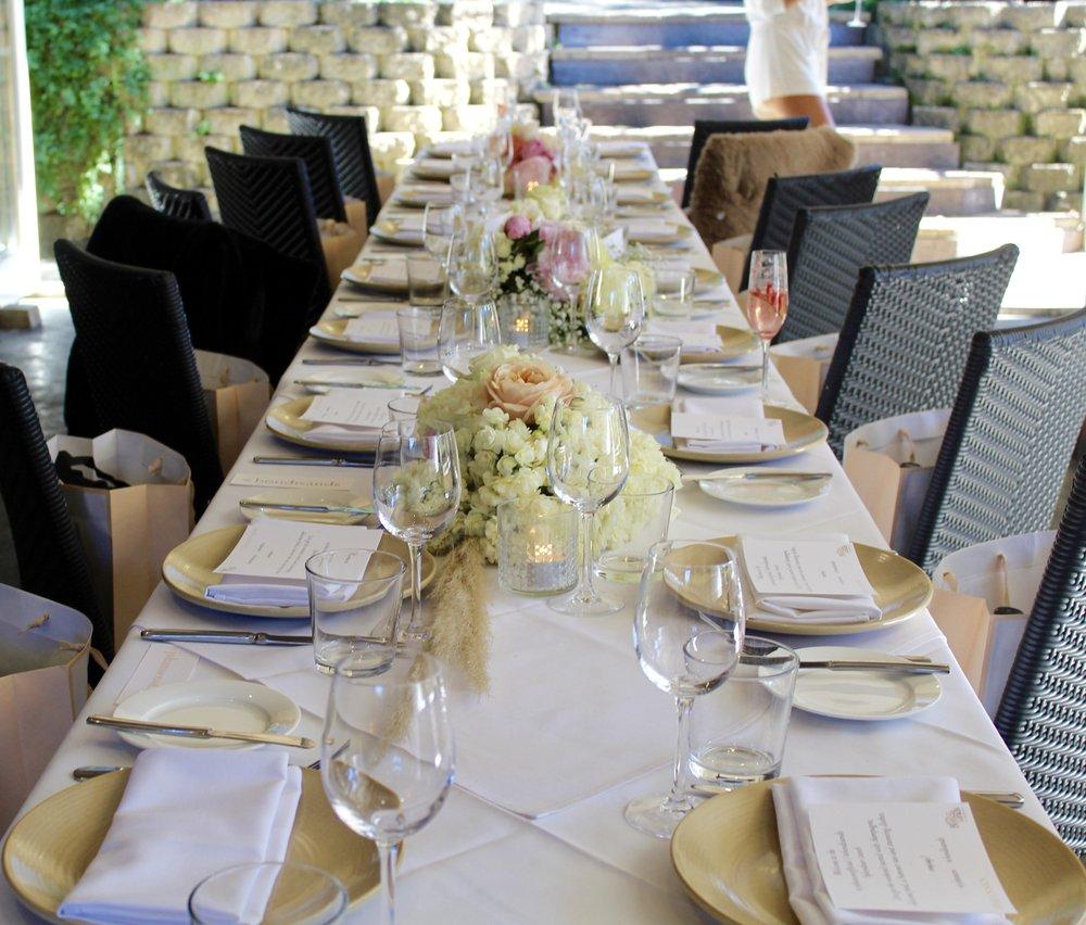 Table details - @harvestnewrybar @beautiflora