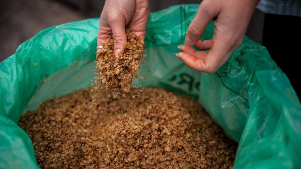 What happens to the chaff? - Chaff is high in carbon and a brilliant resource for any garden. We bring all your chaff to local home gardens and community gardens to be used in composting.