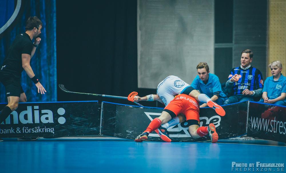Niklas Jihde får kämpa hårt med sargen  | Fotograf: Fredric Berggren//Fredrixzon.se