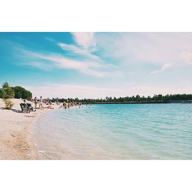 Ett av mina favoritställen! 24 grader i luften, strålande sol och klarblått vatten 🌞 Det är semester det! #blålagunen #bluelagoon #sweden #badtips #bad #campingtips #gotland