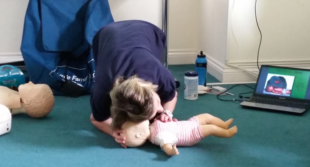 INfant first aid classes in the wychwoods and chipping norton