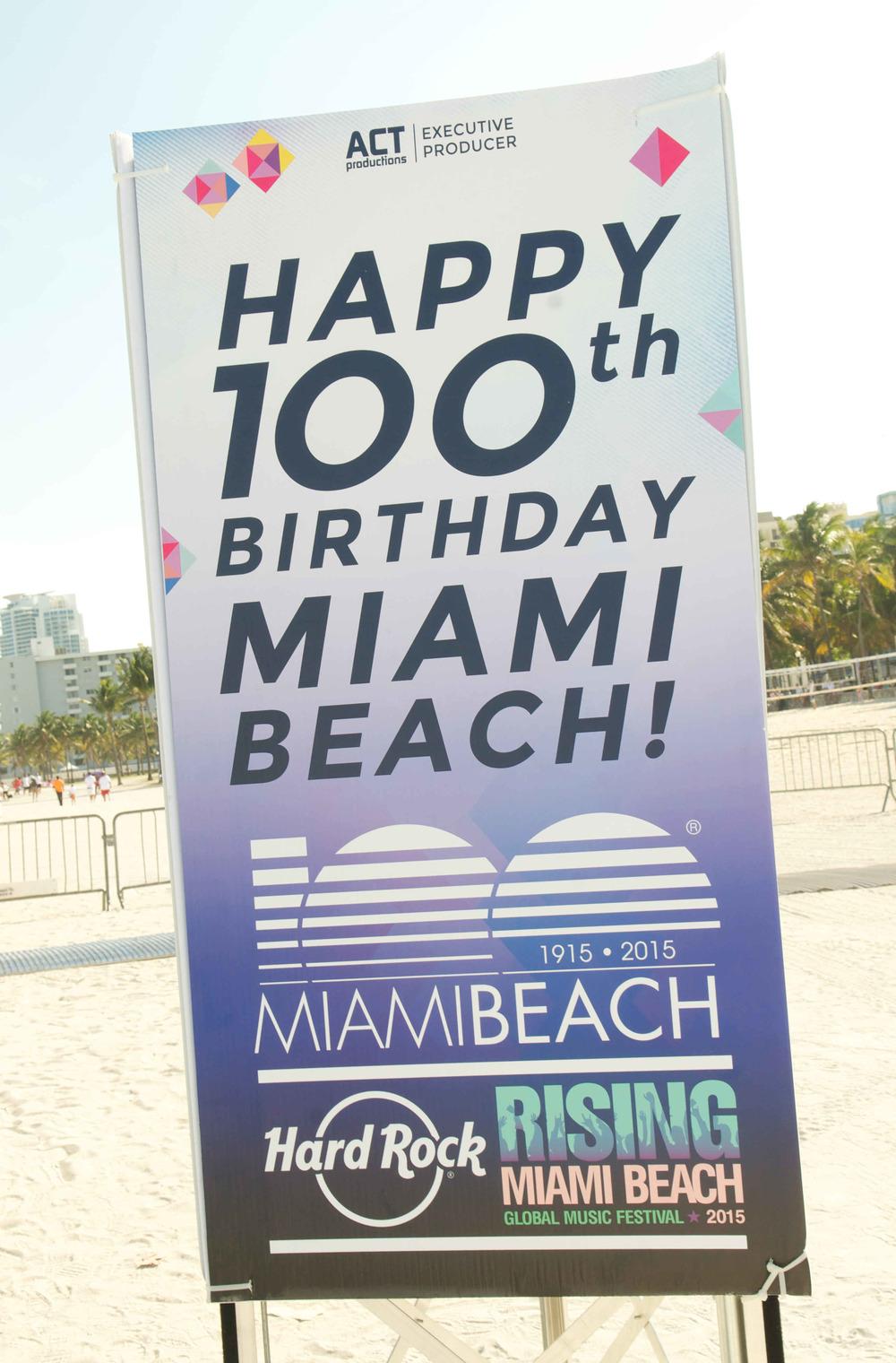 20125-MB100-MiamiBeach-FashionShow.JPG