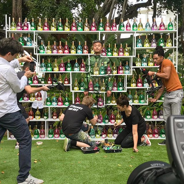 A closer look into the meticulous #process behind the works of #liubolin at the Ruinart Cocktail Party at the Miami Beach Botanical Garden yesterday. . . .  #liubolin #productionlife #eventlife #productions #events #miamibeach #artbasel #champagne #bubbly #botanical #garden #cocktailparty #ruinart #culture #artist #liveart . . . 🦋🍃🌱🌳🌻🌷
