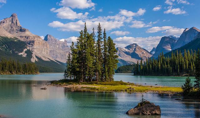 Spirit Island on Maligne Lake - photo by  dezzouk
