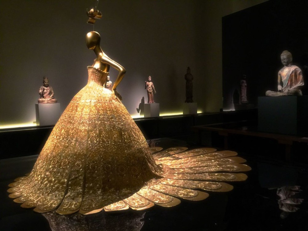 "MET exhibition ""China: Through the Looking Glass"""