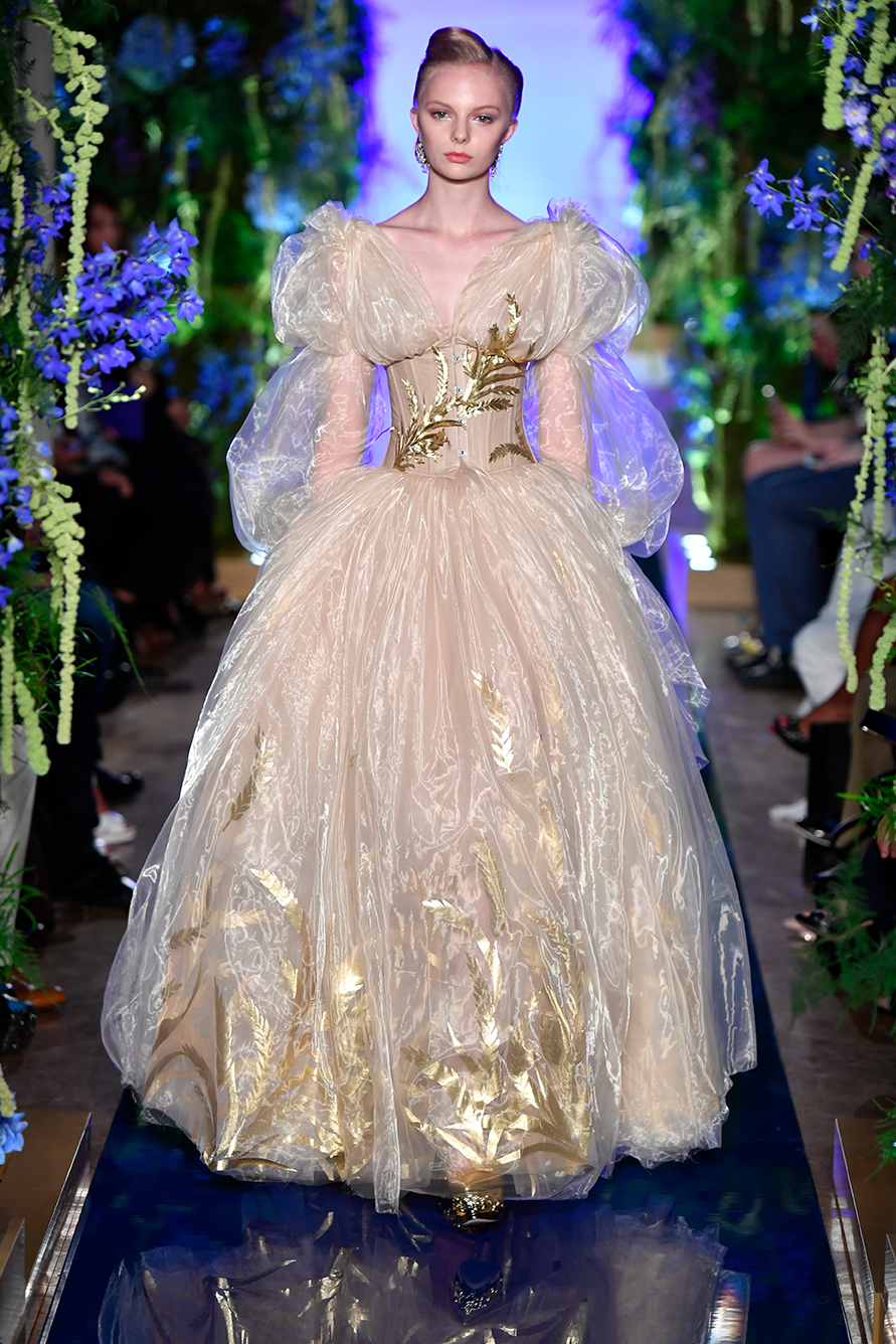 Guo-Pei-FW17-18-Couture--Look-10.jpg