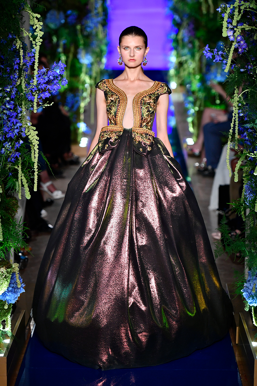 Guo-Pei-FW17-18-Couture--Look-32.jpg
