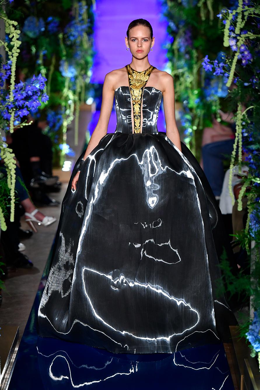 Guo-Pei-FW17-18-Couture--Look-34.jpg