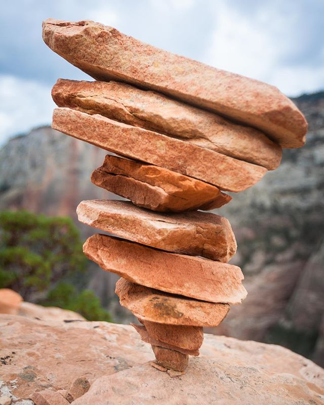 What's more fun then building a cairn? Building it upside down! #cairns #upsidedowncairn #balance #moveslowly #zion #angelslanding #nps #zionnationalpark #sandstone #rockart #comethisway #outdoorphotographer #visitzion #visitutah