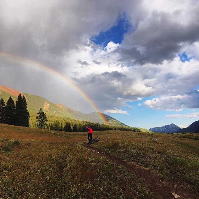 Somewhere under the rainbow, mountain bikes fly. #rainbows #alpinerainbows #afternoonshowers #bringonthecolor #coloradomtbtrails #crestedbutte #onthe401
