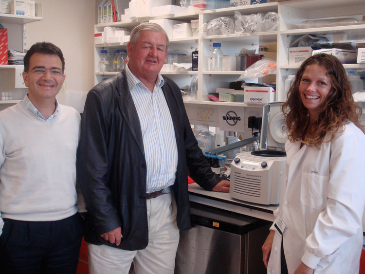 Trustee Donald Legget with Prof. Enzo Cerundolo and Lab Technician Sarah Booth with the Refrigerated Centrifuge fully funded by the HMCRT