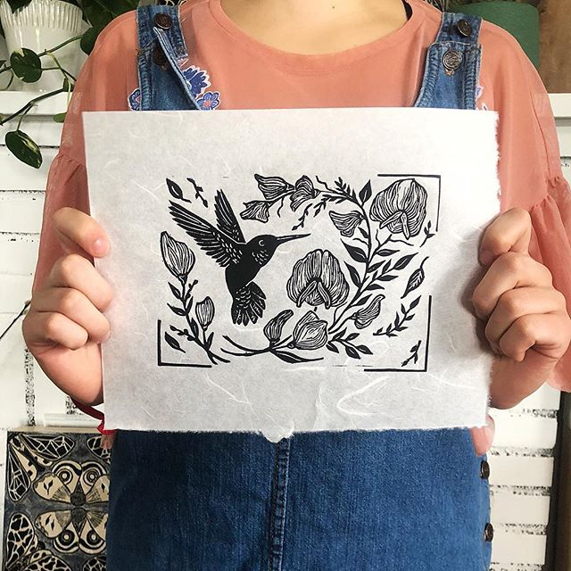 Namesake, the newest print to join the family! Sweet peas and a hummingbird in flight create a delicate little scene. Created for the wonderful @call_wall, I think it matches her sweet personality beautifully ❤️ Available for preorder in my shop! . . . #hummingbird #sweetpea #printmaking #inspiredbynature #indiecraftparade #birds #yeahthatgreenville #studioscenes  #makeart #boho #tattoodesign #villagewgvl #exploretocreate