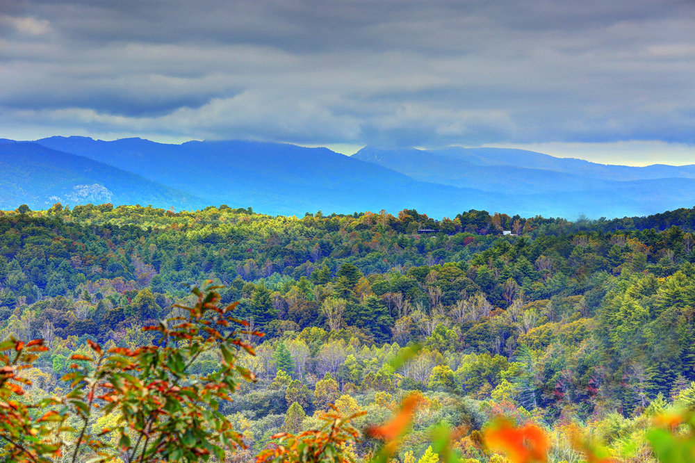 Enjoy mountain views of the Blue Ridge Mountains at Catawba River Club.