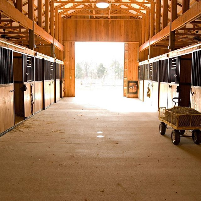 Stables at #catawbariverclub . . . . . . #theriverclub #catawbariver #horsebackriding #stables #mountainhorses #horselife #riverlife #mountainlife #greenerpastures #morganton #morgantonnc