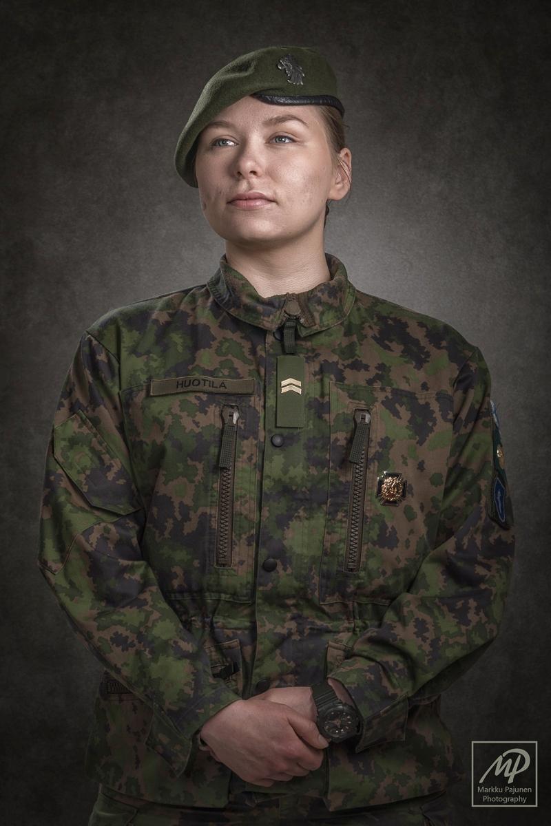 Alikersantti-sotapoliisi-muotokuva