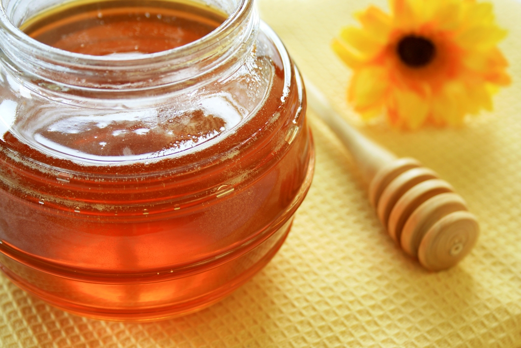 Raw honey, a healthy alternative sweetener.