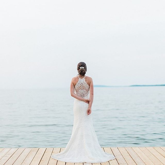 Beautiful shot❤ This wedding was absolutely gorgeous on Georgian Bay 📷 @corynnfowlerphotography  Hair by Cassidy @cebridal . . . #hairoftheday #weddinghairstyle #weddinghairandmakeup #muskokaweddings #muskokawedding #muskokabride #muskokahair #muskokahairandmakeup #muskokamakeup #ajaxhair #ajaxhairandmakeup #ajaxwedding #ajaxbride #whitbyhair #whitbyhairandmakeup #whitbywedding #whitbyhairstylist #ajaxhair #pickeringhair #pickeringwedding #ajaxbridal #torontohair #torontowedding #torontobride