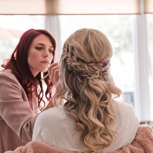 Just loved working with this beautiful bride and her wonderful bridesmaids❤ Also had the chance to work with the wonderful @locks.n.lips ! Hair by Cassidy @cebridal . . 📷 @morganbressphotography . . #hairsandstyles #haliburtonwedding #haliburtonbride #muskokawedding #muskokahair #muskokabride #muskokahairstylist #muskokawedding #ajaxhair #ajaxhairandmakeup #ajaxwedding #ajaxbride #whitbyhair #whitbyhairandmakeup #pickeringhair #pickeringhairandmakeup #pickeringwedding #ajaxhairstylist #muskokahairandmakeup #haliburtonhairandmakeup