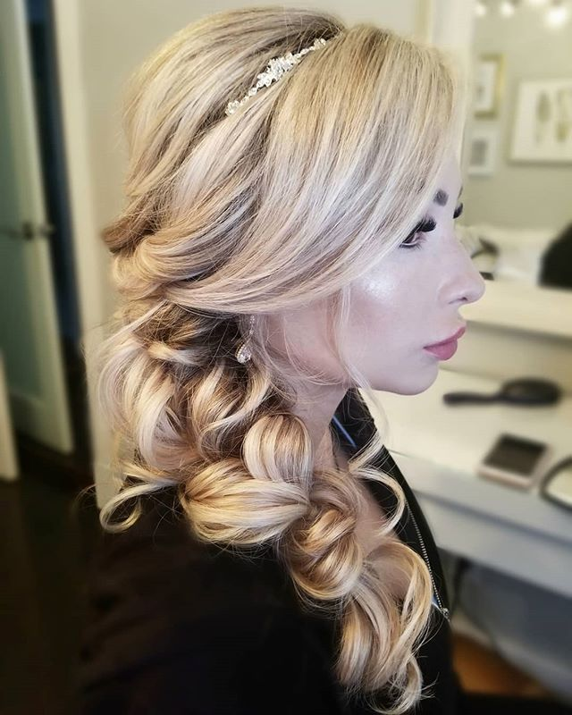 Had the chance to style my beautiful friends hair for her wedding❤  Doesnt she look like princess Elsa?👸🏼 . Hair by Cassidy . . #bridalhair #hairoftheday #hairsandstyles #bridebook #bridebookhair #hairsandstyles #updo #updoideas #ajaxhairstylist #whitbyhairstylist #torontohairstylist #pickeringhair #pickeringhairstylist #torontobride #ajaxbride #muskokabride #muskokawedding #muskokahair #ajaxwedding #whitbywedding
