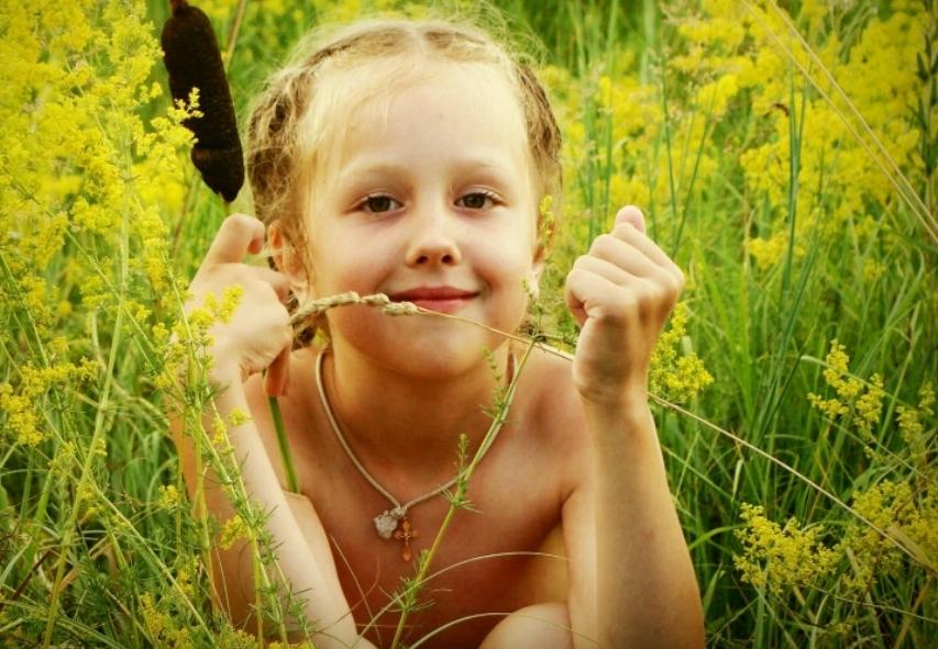 girl in field of green 723x505.jpg
