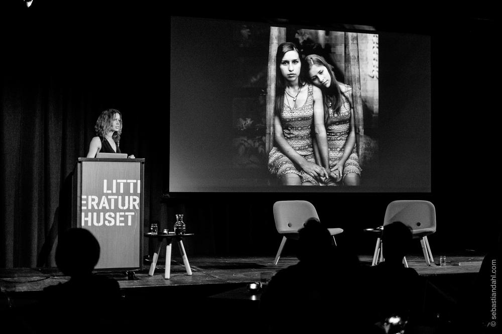Åsa Sjöström har blant annet jobbet med å dokumentere hemmelige sommerleire i Sverige, for kvinner og barn som søker beskyttelse.Foto: Sébastian Dahl
