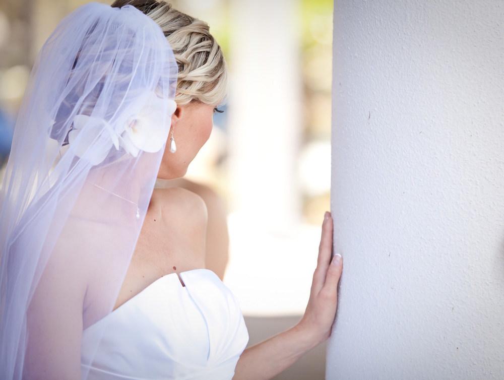 bridal-hair-makeup-curly-bridal-hair-updo-flowers-veil-blonde.jpg
