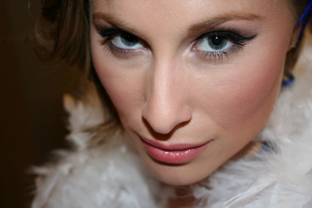 event-new-years-eve-party-makeup-winged-liner.jpg