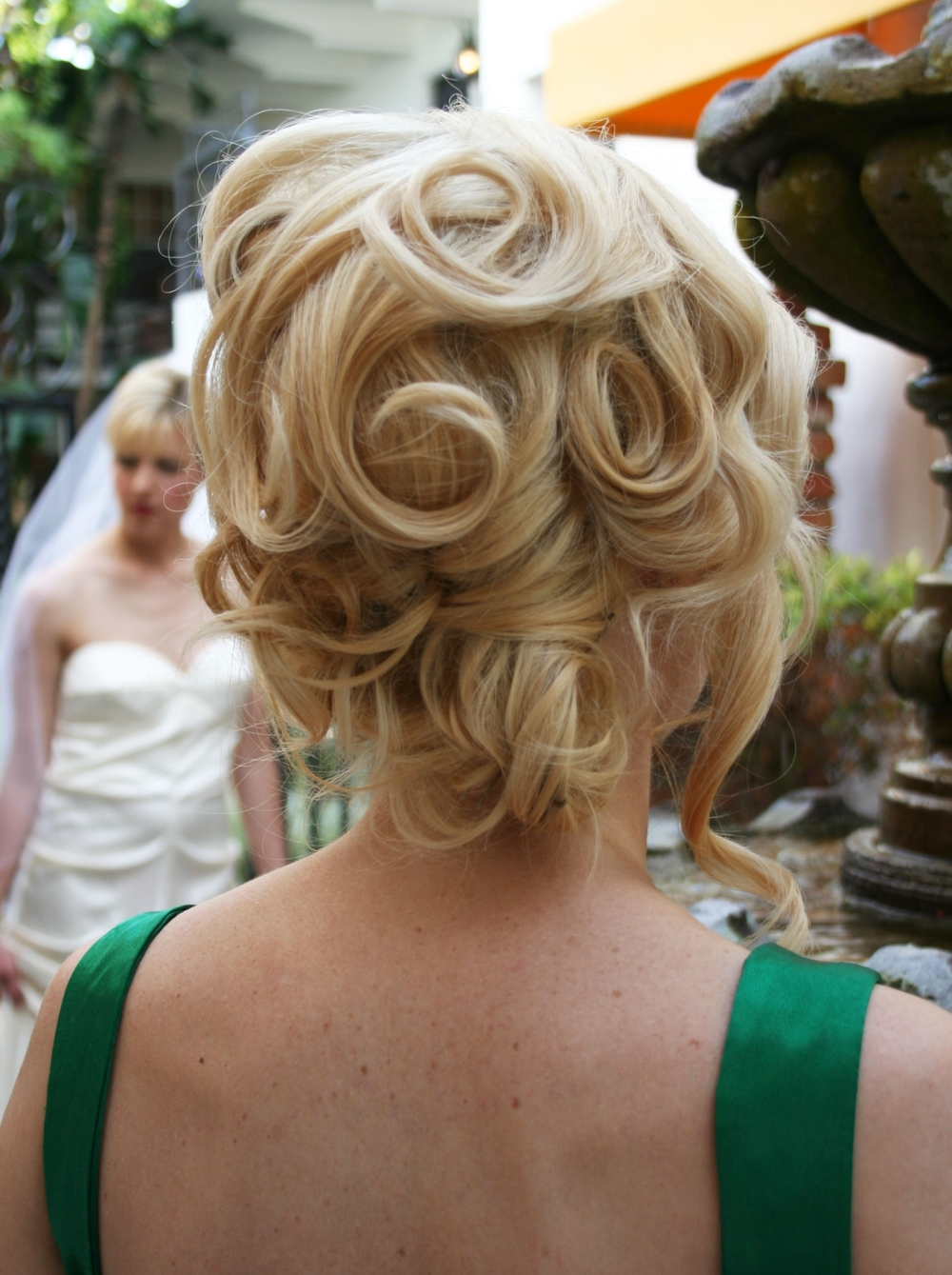 event-gatsby-theme-updo-bridesmaid-bridal-blonde-short-hair-curls.jpg