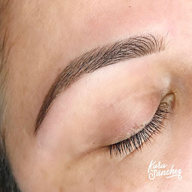 Not ready to commit to #microblading? No worries! Book a Brow Shaping {online, link in bio} so I can show you your brow's FULL potential. Each Shaping comes with a lesson AND full size luxury brow product to help you recreate the look at home. See you soon 😚